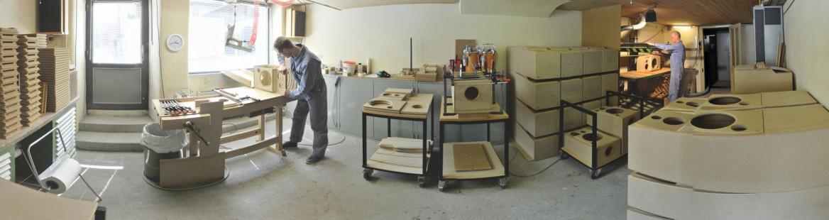 atelier de montage de boîtiers d'enceintes acoustiques