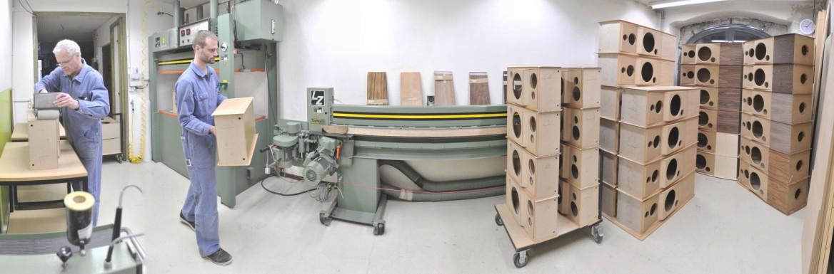 atelier de placage pour enceintes acoustiques Jean Maurer, photo panoramique