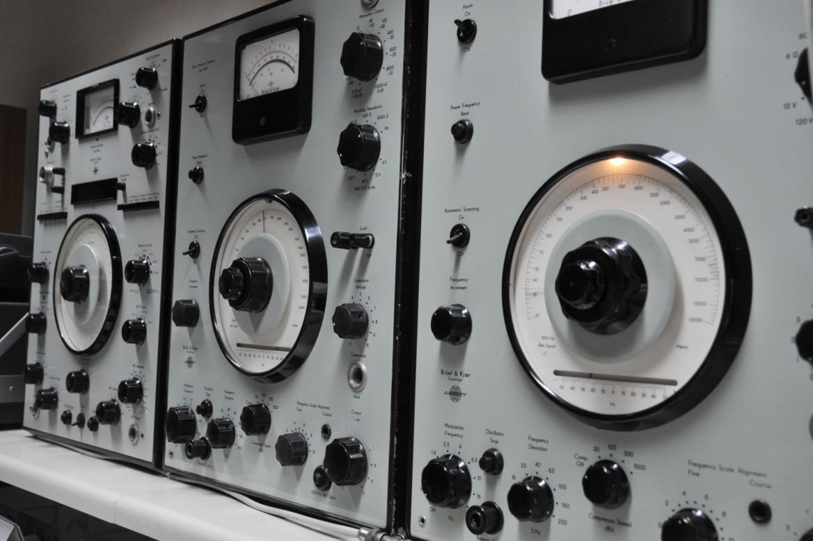 générateur de signaux à battements à très faible distorsion